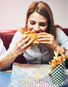 كيف تتجنب الإفراط في تناول الطعام خلال العطلة الأسبوعية