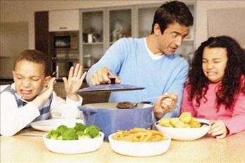 عندما يرفض طفل تناول طبق اللحم