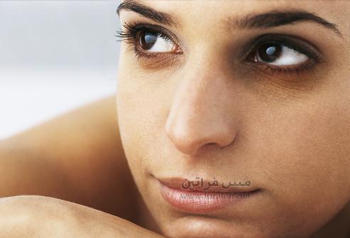 كيف تخفي الدوائر السوداء حول محيط العين؟