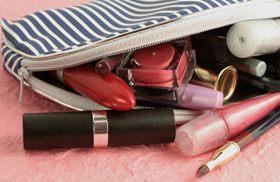 ماذا اضع في حقيبة مستحضرات التجميل؟