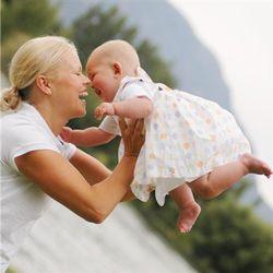 ما هي الفحوصات الأولى التي يحتاجها المولود الجديد؟
