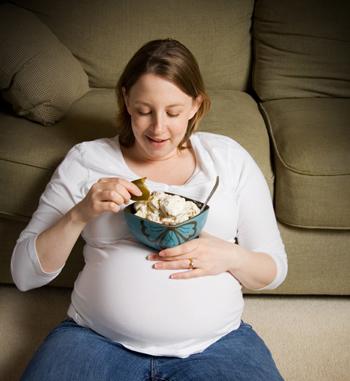 ما هي الأطعمة الآمنة وغير الآمنة أثناء الحمل؟