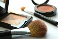 10 سموم يجب أن تحذريها في منتجات التجميل