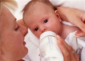 الرضاعة الطبيعية فائدة للام والطفل