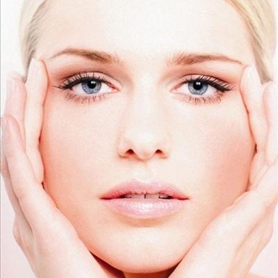 كيف تحمين بشرتك من عوامل السن؟