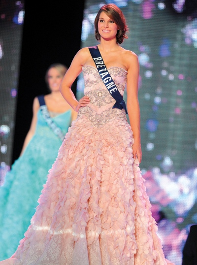 ملكة جمال فرنسا 2011 بأزياء زهير مراد