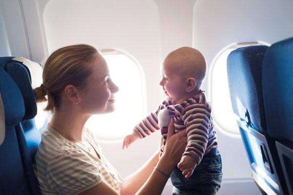أنت وطفلك في الطائرة...