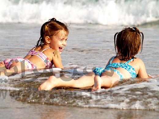 وقت المرح على الشاطئ للاطفال