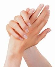 كيف تحافظي على نعومة وبياض يديك؟