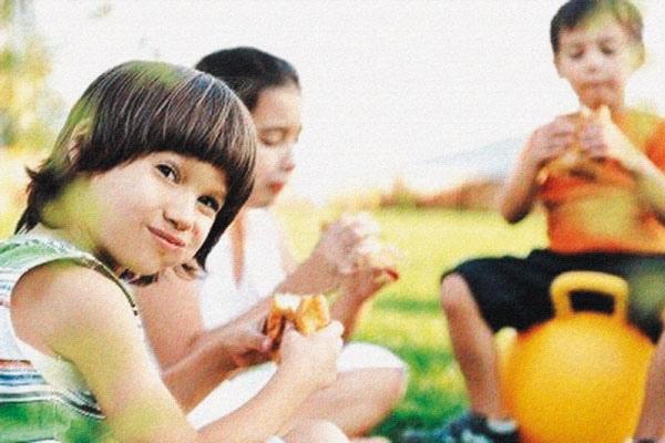 ما الأثر السلبي لعدم تناول الطفل فطوره؟