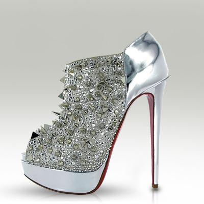 حذاء من تصميم كريستيان لوبوتان