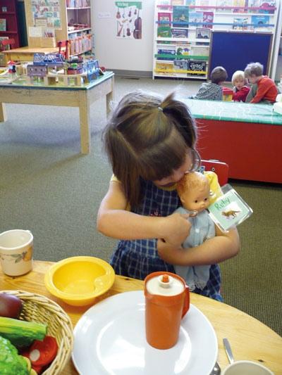 اللعب هو العمل الذي يجيده الطفل