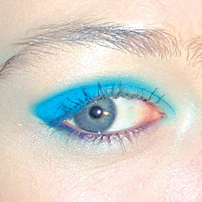 أزرق مضيء
