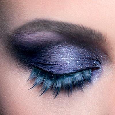 عيون ملونة بجرأة