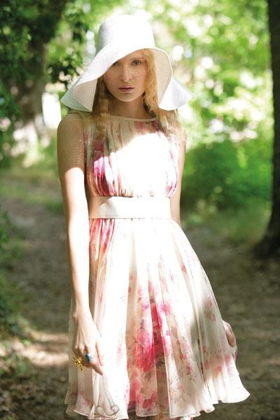 فستان من موصلين الحرير المطبع