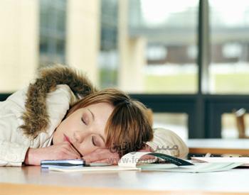 هل تعاني من بشرة متعبة في الصباح؟